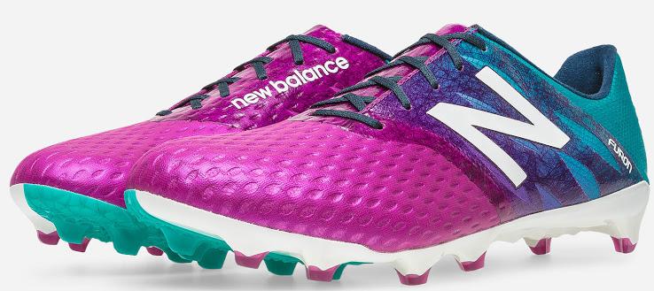 Paarse new balance furon voetbalschoenen